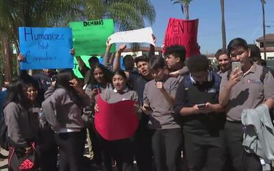 Comparándola con una cárcel, estudiantes protestaron contra una escuela...