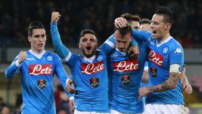 Nápoles remonta 3-1 a Chievo con tantos de Higuaín y Callejón para tomar cima de Italia