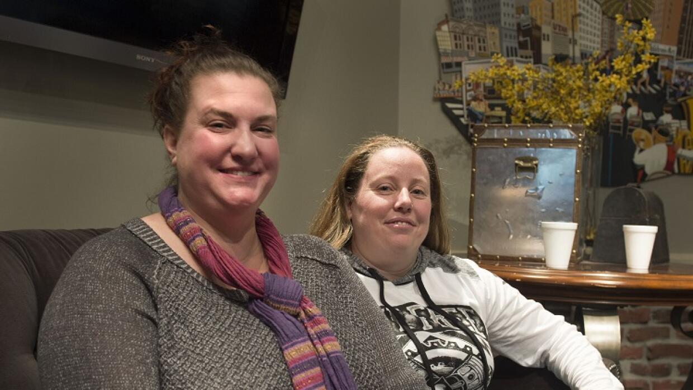 La pareja de lesbianas a las que se les quería retirar la custodia del b...