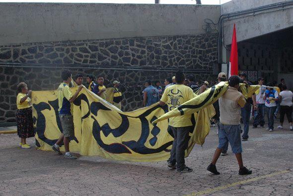 La afición del América asistió al Estadio Azteca para mostrar cariño a s...