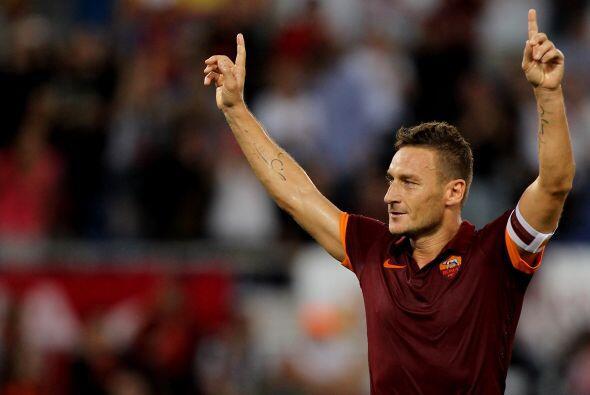 El capitán de la Roma desbancó a nivel clubes europeos a Ryan Giggs quie...
