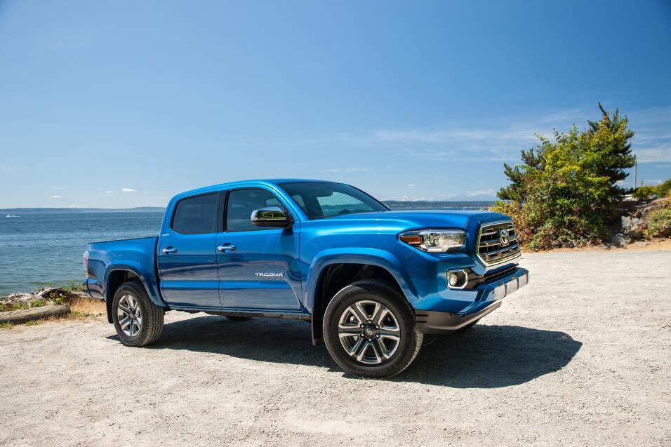 General Motors Venezolana cierra sus operaciones 2016_Toyota_Tacoma_Ltd_...