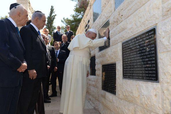 Ambos le pidieron al pontífice su apoyo en la lucha contra el antisemiti...