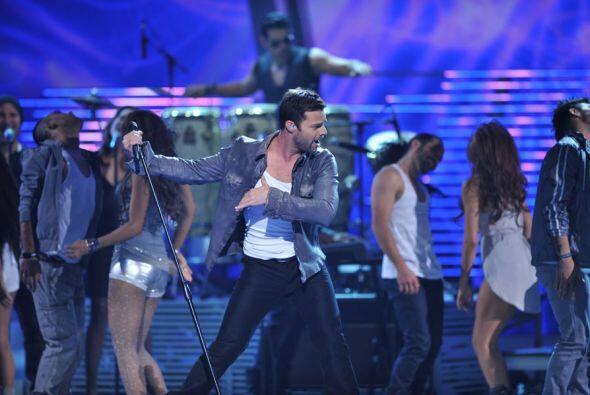 Pero en lo que es lo suyo, la música, Ricky también demostró que es figu...