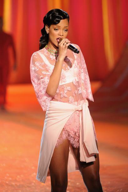 """Rihanna impactó más que las """"angelitas"""" por haber dado su espectáculo en..."""