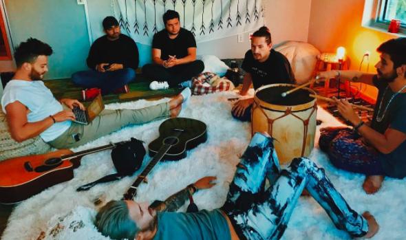 Lo que pocos saben es que, Ricky y Mau estudiaron música desde los cuatr...