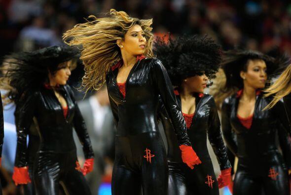"""Las porristas se """"encueraron"""", las bailarinas mostraron que todavía tien..."""