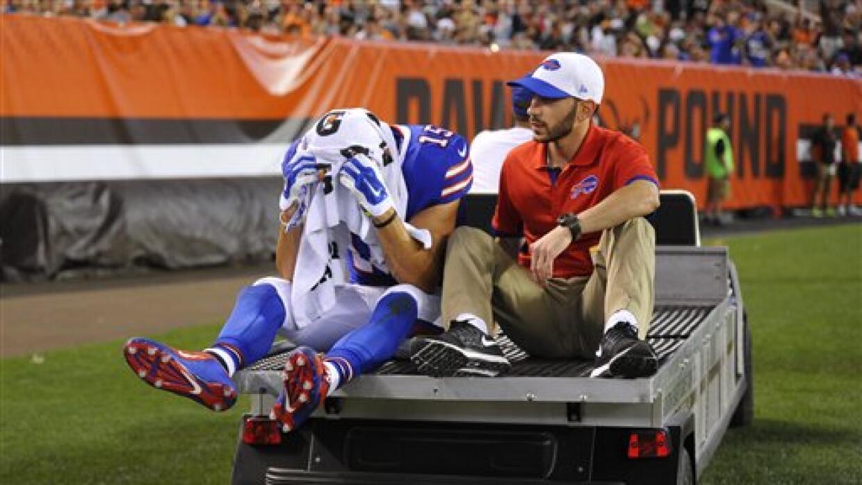 El WR de los Buffalo Bills, Chris Hogan, se lesionó ante los Cleveland B...