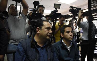 El hijo del presidente, José Manuel Morales (D), y su tío,...