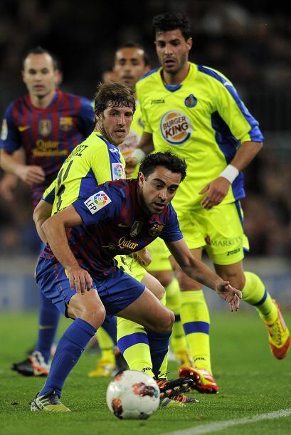 Pasaron algunos minutos y Xavi esutvo muy cerca de marcar un golazo.