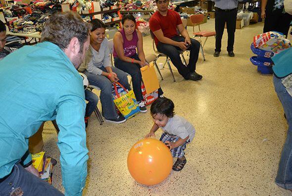 """Mario """"El Borrego"""" viajó para compartir alegría a los niños que han cruz..."""