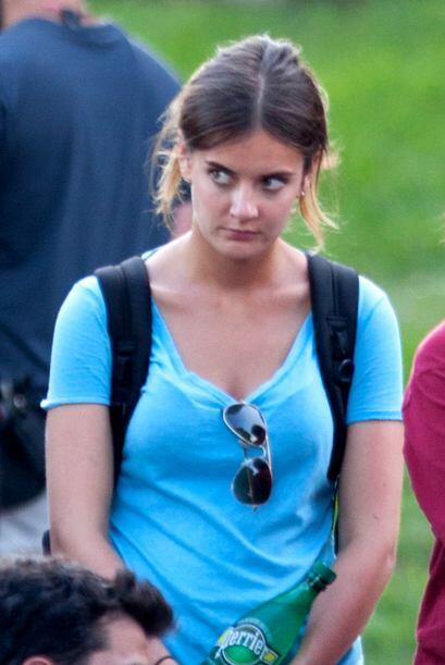 No estamos locos. ¡Ella es idéntica a Katie Holmes!
