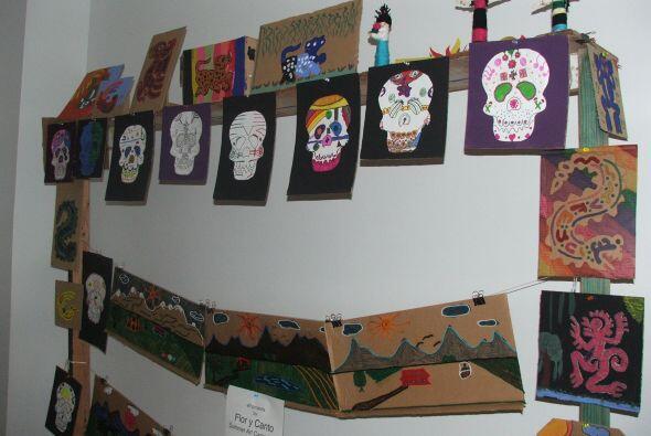 Los trabajos que los estudiantes crean son exhibidos en las mismas salas...