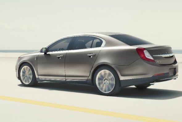 8) Lincoln MKS- Diferencia durante el primer año: $14,600 (30.4%)