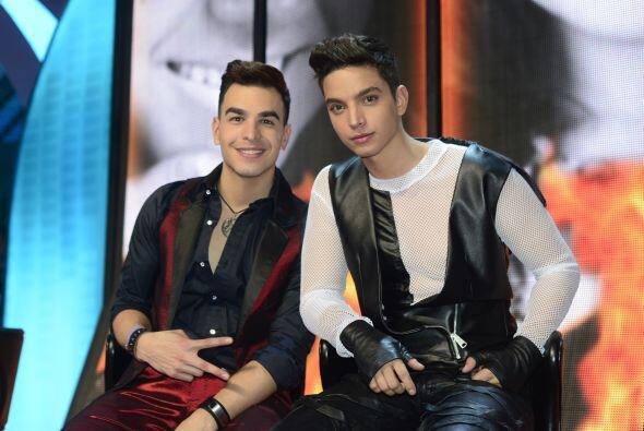 Víctor y José Enrique intentando sonreír en el paredón.