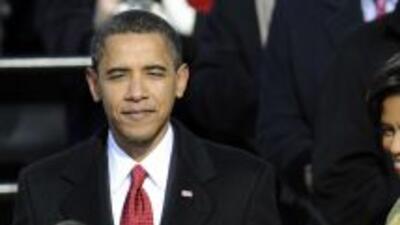 La primera dama, Michelle Obama, será quien sujete ambos libros a su esp...