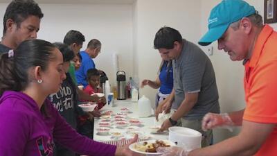 Voluntarios viajaron a la frontera de Texas para proporcionar ayuda humanitaria a inmigrantes liberados