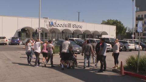 Organización Goodwill ayuda a exempleados de la fábrica de costura Ameri...