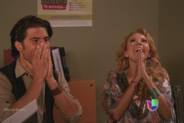 Viviana y Rafa celebran que las cosas marchan bien para la adopción de R...