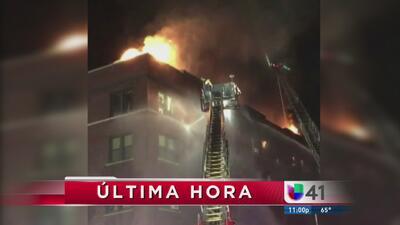 Fuerte incendio destruye edificio en NJ
