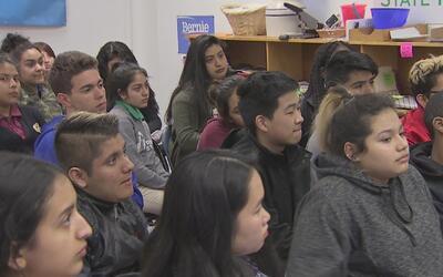 Jóvenes de Chicago son concejales por un día en conmemoración al tradici...