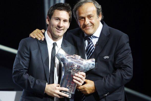 Aquí el argentino posando con Platini, quien en varias ocasiones ha dich...