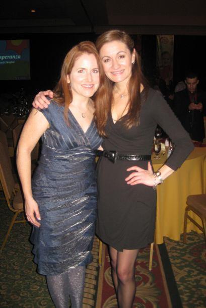 Paula con Ansley Murphy, otra de las personas que trabaja para salvar a...