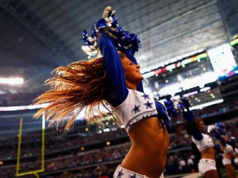 No hay nada más sexy que una hermosa cabellera, y las cheerleader...