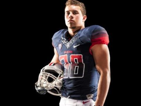 El equipo de fútbol americano de la Universidad de Arizona presen...