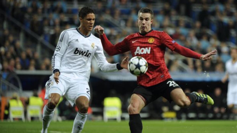 El defensa francés del Real Madrid es pretendido por dos potencias de la...