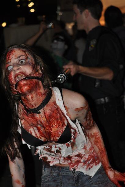 Este Día de los Muertos, los muertos vivientes salen a las calles de la...