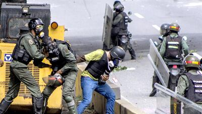 En fotos: los reporteros también sufren la represión del gobierno de Venezuela en los disturbios