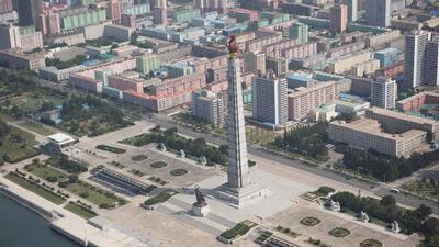 La Torre Juche –ubicada en Pyongyang, la capital norcoreana– tiene 160 m...