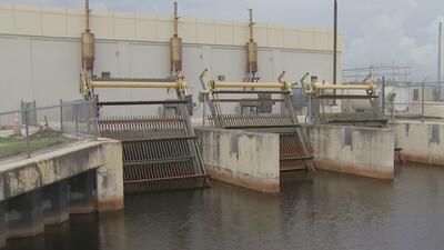 Autoridades toman medidas en las zonas vulnerables a inundaciones en el sur de Florida