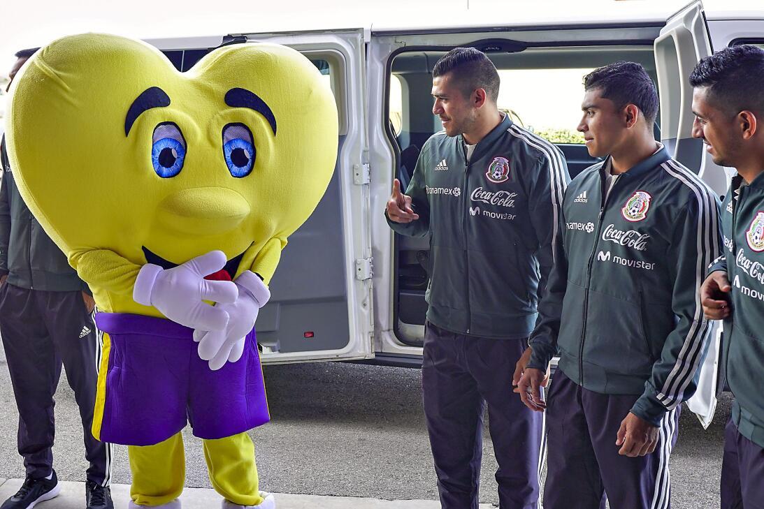Un Tri solidario: los jugadores de la selección visitaron al Teletón USA...