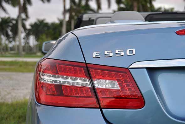 El Mercedes-Benz E550 2011 tiene un precio base de $64,800.