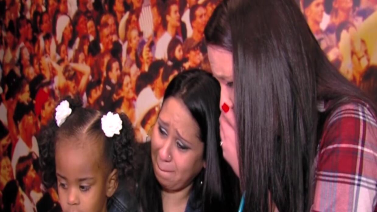 Madre escucha el corazón donado de su hijo en niña latina dona%20vida.St...