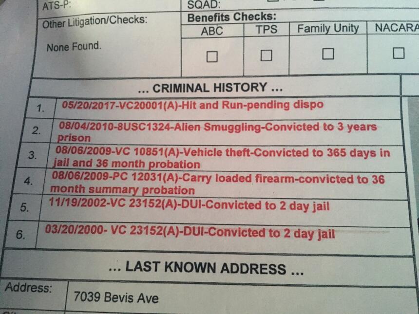 Los antecedentes penales de uno de los buscados por ICE aquella mañana.