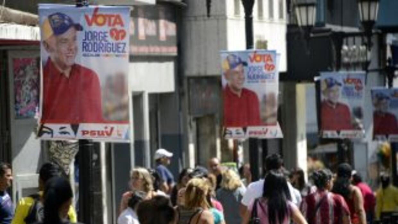 Unos 19 millones de venezolanos están habilitados para elegir este domin...