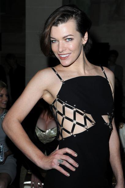 Por su estilo de época, Milla Jovovich fue una para todos y todos para u...