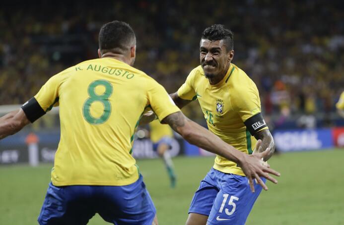 Paulinho, estrella de la selección de Brasil y jugador del Guangzhou Eve...