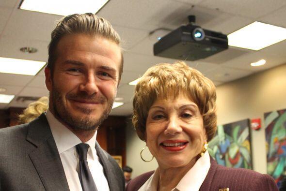Beckham con Martha Flores, personalidad de Radio Mambí 710 AM