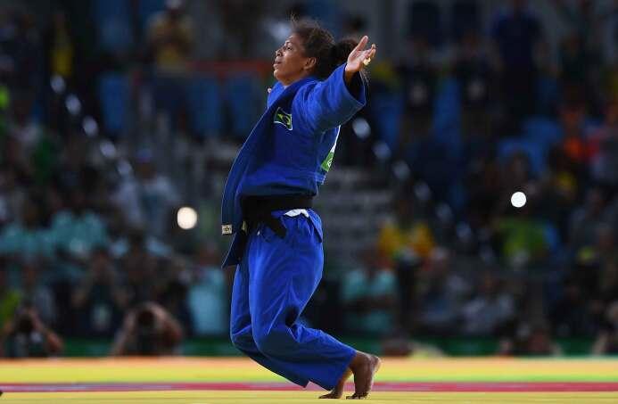 La judoca brasileña Rafaela Silva, campeona en la categoría de menos de...