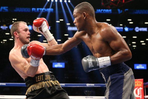 Jacobs mostró un gran poder y precisión, la pelea no pasó de las cinco v...