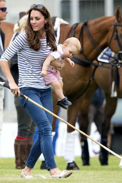 A la duquesa de Cambridge  le gusta acompañar a William en todo momento...