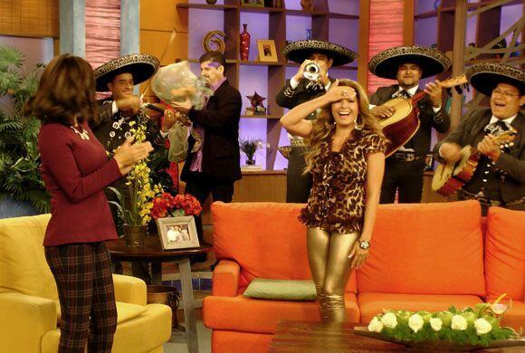 El mariachi entró al estudio para acompañar al hombre de s...