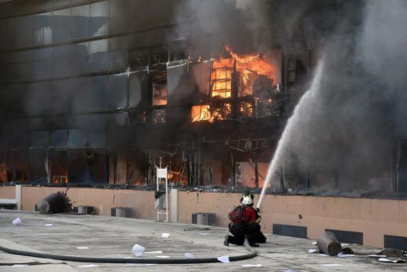 También resultaron dañados algunos edificios aledaños.