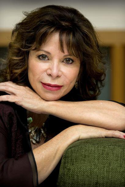 Isabel Allende  (Nació en Perú en 1942) Hija de un diplomático Chileno...