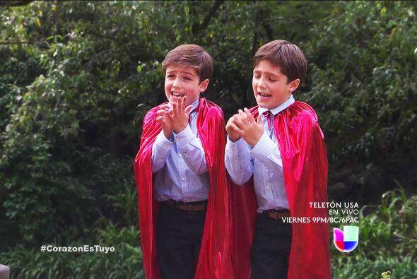 ¡Y claro! Los gemelos brincaron de la alegría al saber que vivirían una...