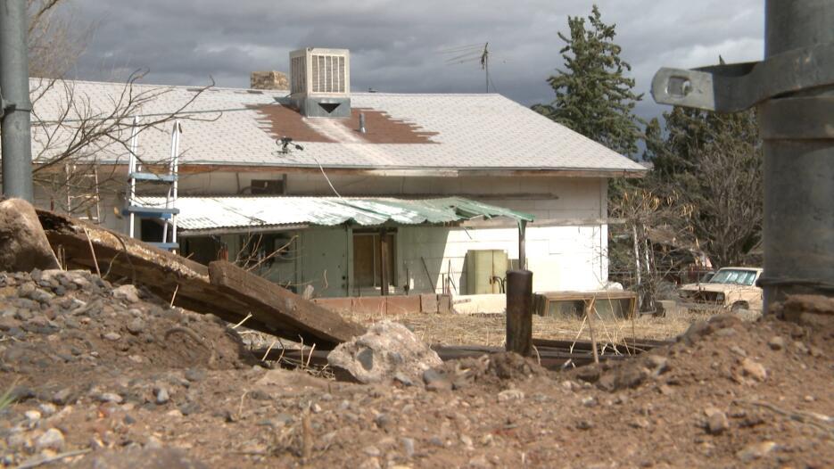 En fotos: La vivienda donde una madre tenía a sus tres niños en condicio...